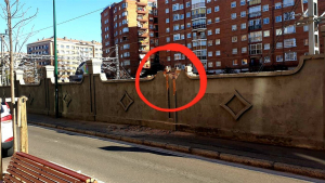 Un camión choca contra un contenedor, un coche y un muro en Valladolid