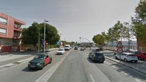 Un cotxe bolca a la carretera de València de Tarragona, al barri de Torreforta