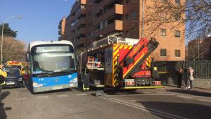 Un hombre ha muerto atropellado por un autobús de EMT en Madrid