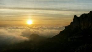 Un sábado tranquilo y cálido, con mar de nubes bajas de nuevo en las costas levantina y andaluza