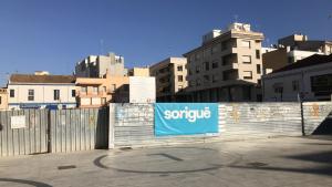 Una imatge de la plaça del Pòsit de Cambrils en el seu estat actual.