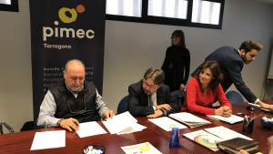 Vicenç Capilla, president de l'Associació de Comerciants de Ponent, ha signat l'acord d'adhesió