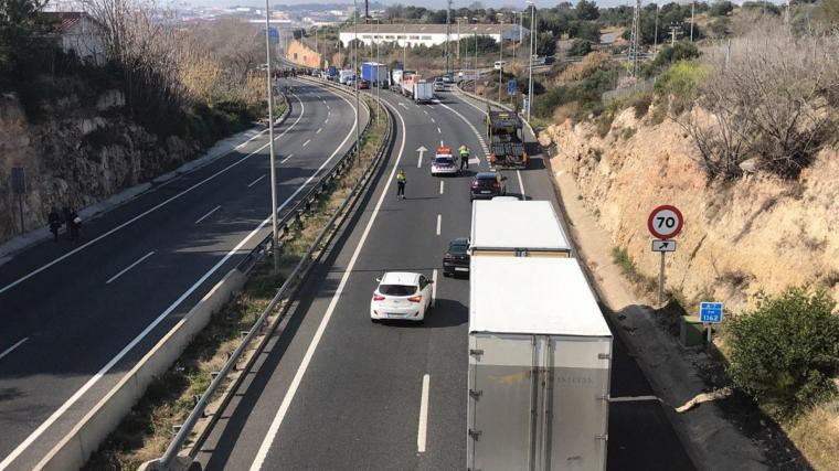 Els Mossos desvien el trànsit pel tall a l'A-7.
