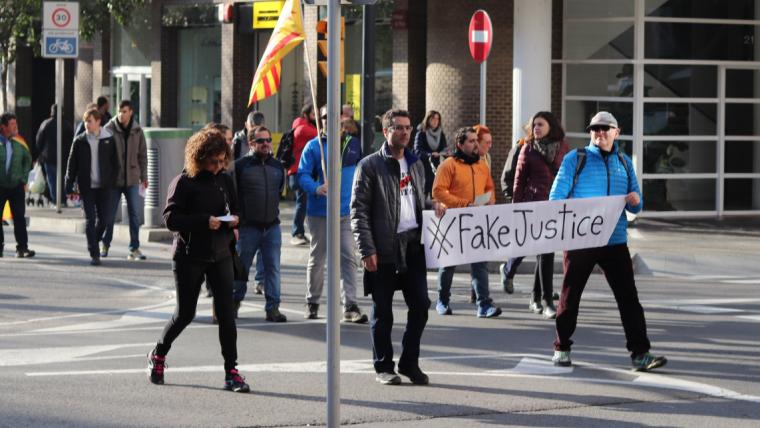 La manifestació pujava pels dos carrils dels passejos Prim i Sunyer de Reus.