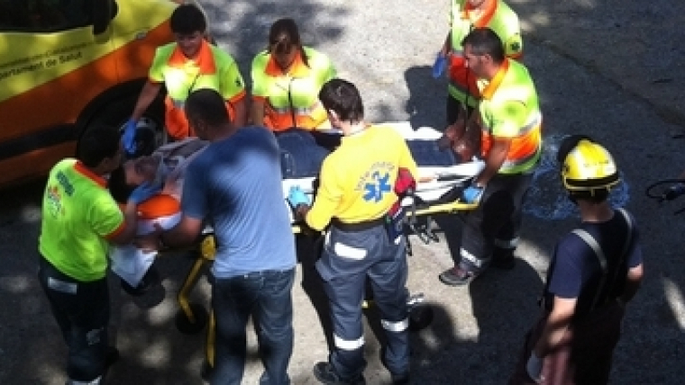 Un home cau al riu de Girona