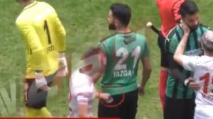 Amedspor FK vs Sakaryaspor Turquía Mansur Çalar ataca rivales