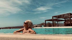 Ana Fernández se relaja en Gran Canaria