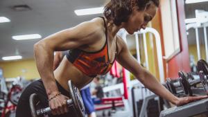 Aprendemos los 10 mejores ejercicios de tríceps para fortalecer y tonificar estos músculos.