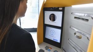 Caixabank va presentar un nou sistema de reconeixement facial per treure diners