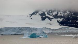Descubren cientos de pequeños temblores que suceden por la noche en una zona helada de la Antártida