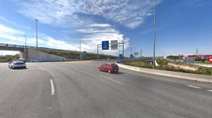Dos motoristes ferits en un accident a la T-11, a la rotonda de les Gavarres