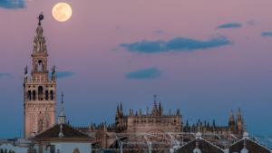 El cuerpo celeste se situará a una distancia menor que la entre nuestro planeta y la Luna