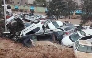 El exceso de agua llegó a arrastrar coches y personas que la corriente encontró