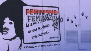 El mural feminista d'Albinyana, després de l'atac