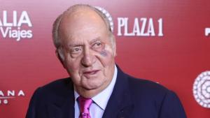 El rei emèrit Joan Carles apareix amb un blau a l'ull