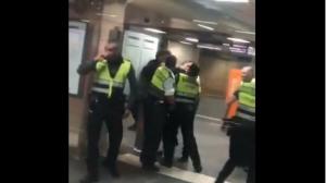 El vídeo de la pallissa s'ha fet viral a Twitter a través de la plataforma 'Es Racismo'