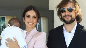 Elena Furiase i Gonzalo Sierra amb el petit Noah el dia del bateig