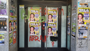 Els cartells publicitaris de l'empresa sancionada encara es poden veure en alguns punts de Tarragona.