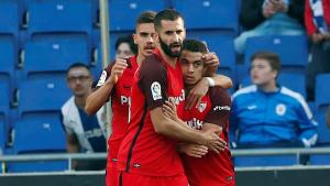 Els futbolistes del Sevilla celebren la diana de Ben Yedder