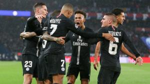 Els jugadors del PSG celebren un gol d'Mbappé.