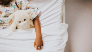 En niños y bebés la deshidratación suele estar causada por diarreas y vómitos intensos.