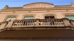 Façana de la Cooperativa Agrícola de Figuerola del Camp, on es troba el Cafè.