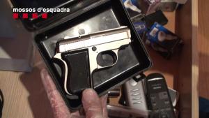 Foto de les armes i objectes decomissats als escorcolls