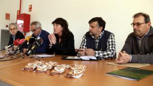 Imatge de la consellera d'Agricultura, Teresa Jordà, amb altres representants del Departament i del sindicat Unió de Pagesos