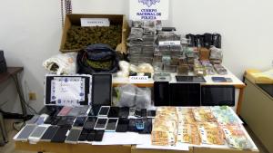 Imatge de la droga, els diners i altres efectes intervinguts a un clan de narcotraficants establert a Reus i Riudoms