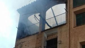 Imatge de l'edifici on s'han desencadenat l'incendi, a la Bisbal de Falset
