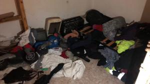 Imatge de l'interior d'un narcopis precintat a Valls, en molt males condicions de salubritat