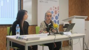 Imatge de Teresa Garriga i Jordina Belmonte durant la roda de premsa