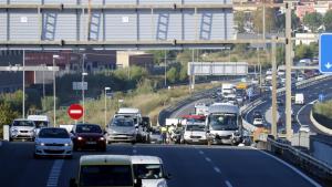 Imatge del punt exacte on ha tingut lloc la col·lisió entre un turisme i un autobús a la C-32