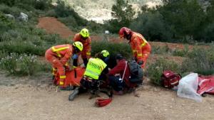 Imatge del rescat del senderista per part dels bombers
