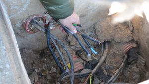 Imatge dels cables tallats, a la Vall de l'Arrabassada
