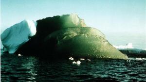 Imatge d'un iceberg verd a l'Antàrtida