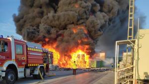 Incendio nave de reciclaje de Alcorcón