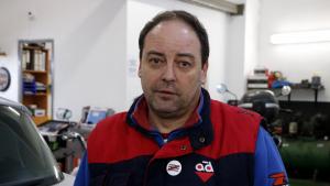 Jordi Perelló, al seu taller de Reus.