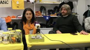 La candidata Loli Garcia-Antón amb el coordinador de l'ANC a Tarragona, Óscar Hijosa.