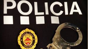 La Policia Local d'Amposta i els Mossos enxampen «in fraganti» dues persones que intentaven robar en un bloc de poisos deshabitat