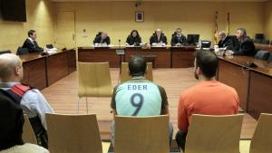 L'acusat de violar una jove, amb una samarreta de la selecció de Portugal, als jutgats