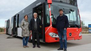 L'alcalde Ballesteros i la presidenta de l'EMT, Begoña Floria, han presentat aquest dilluns els nous vehicles.