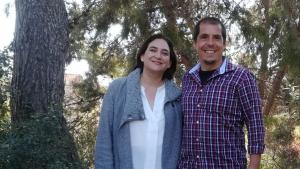 L'alcaldessa de Barcelona, Ada Colau, amb l'alcaldable de l'AdC, Ivan Sanz
