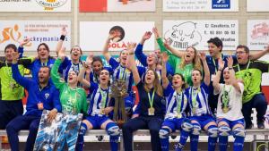 Les noies del CP Voltregà aixequen el sisè títol de Copa d'Europa