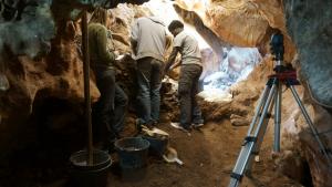 L'excavació a la Cova dels Xaragalls va començar el passat 18 de febrer.