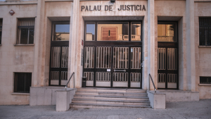 L'home serà jutjat aquest dilluns a Tarragona acusat d'haver intentat assassinar el seu padrastre.