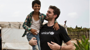 Pau Gasol visita sempre els nens hospitalitzats a les ciutats on viu per la seva feina