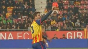 Piqué es va dirigir a la graderia per intentar frenar els càntics contra Espanya