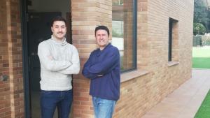 Ruben Ripoll, entrenador de FIFA, i Araujo, coordinador, formen part de l'equip de la Gaming House Bellaterra