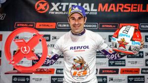 Toni Bou, amb el títol de campió del món d'X-Trial.